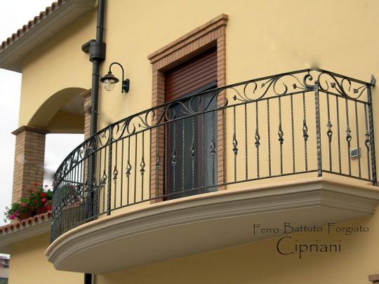 balconi ringhiere in ferro battuto : Ringhiera in- ferro battuto- curva- con nodi centrali- artigianale ...