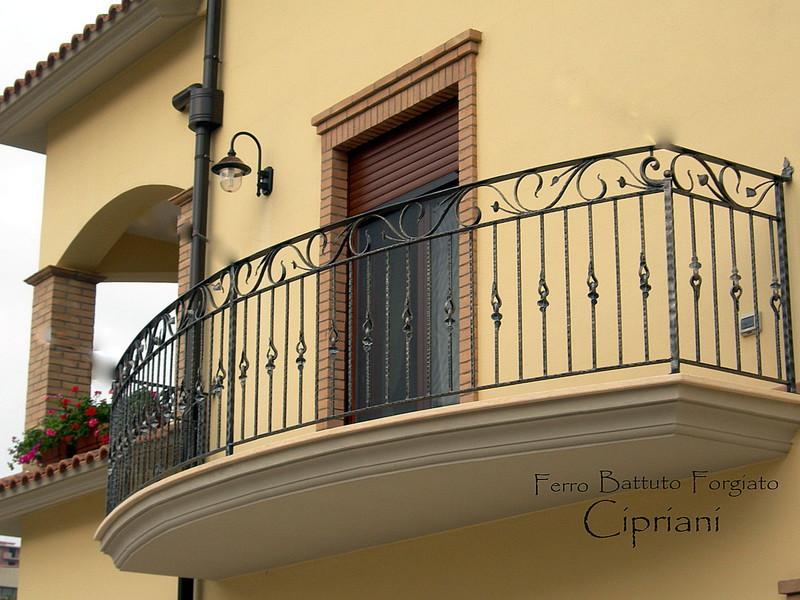 Creazioni in ferro battuto ringhiere - Ringhiere in ferro battuto per balconi esterni ...